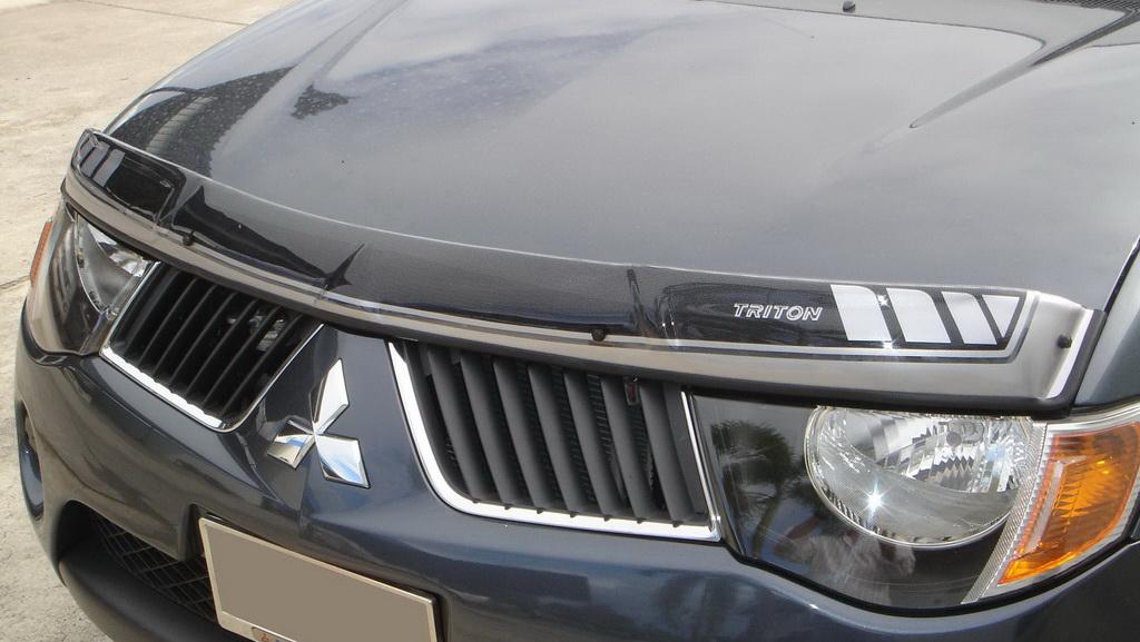 Bug Guard Shield Hood Protect Small Black 1Pc Fit Mitsubishi L200 Triton 06-14