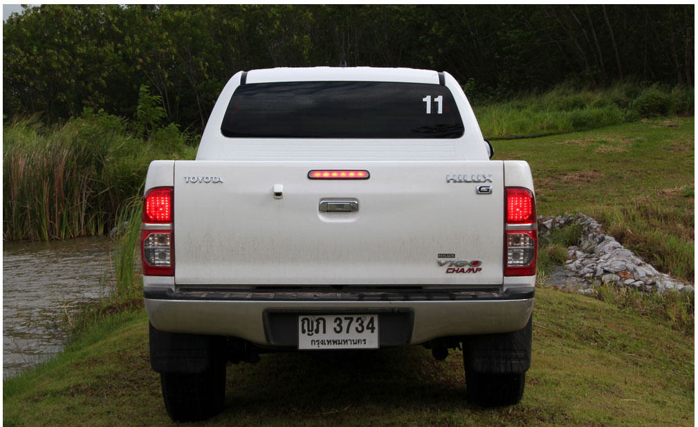 TOYOTA HILUX PICK UP 4WD 2012 Grille All Chrome